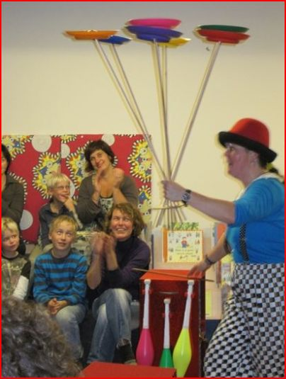 Clown kiko in de bieb in Gennep - kinderboekenweek theater voorselling 2009
